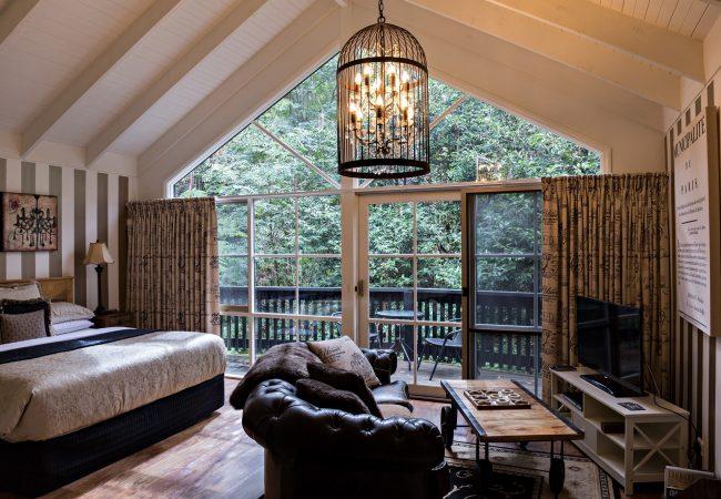 Cottage2ProvicinalDeckLounge